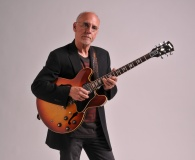 Larry Carlton.jpg